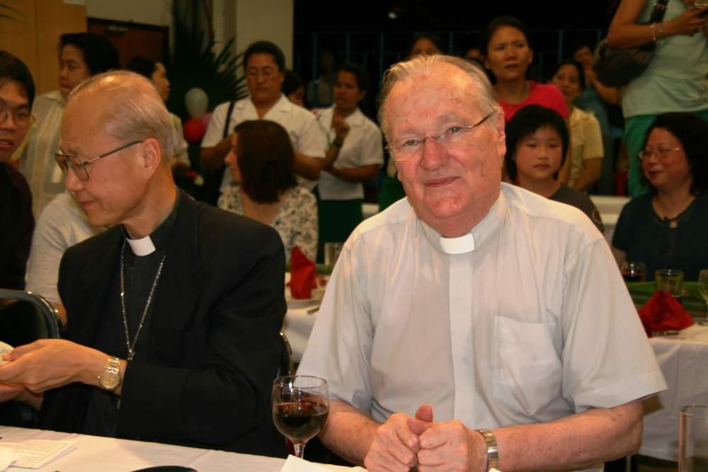 Bishop Tong & Fr Hanly (6)-min