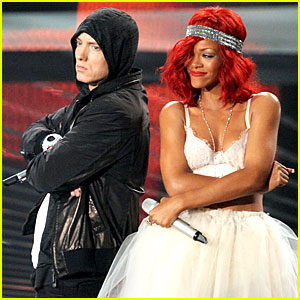 Rihanna and Eminim Love the Way You Lie