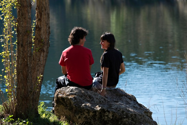 young-couple-by-water