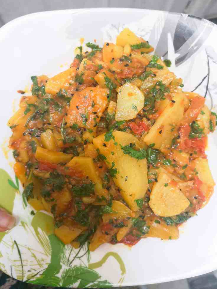 Timatar Aloo Ki Bhujia / Sabzi - A Simple, Tangy Tomato and Potato Curry