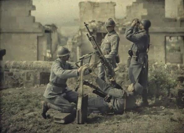 artilheiros-franceses-tentam-derrubar-um-aviao-uma-das-raras-fotografias-coloridas-da-primeira-guerra-mundial
