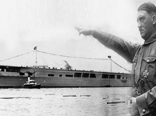 O porta-aviões Graf Zeppelin no mar. - Fatos Militares