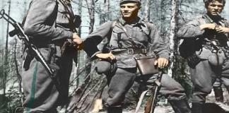 Törni (meio) como tenente finlandês na década de 1940. - Fatos Militares
