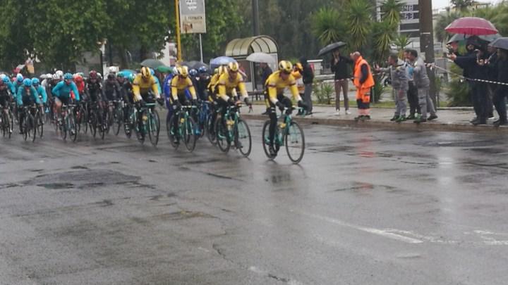 "Giro d'Italia, la ""cavalleria ciclata"" invade Latina"