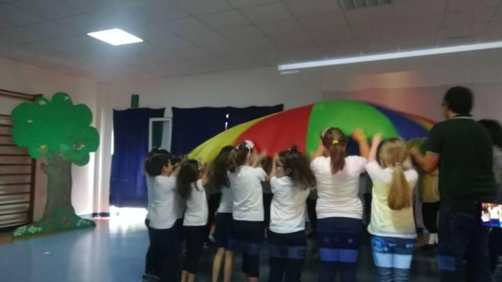 La recita scolastica e l'Hollywood di cartapesta