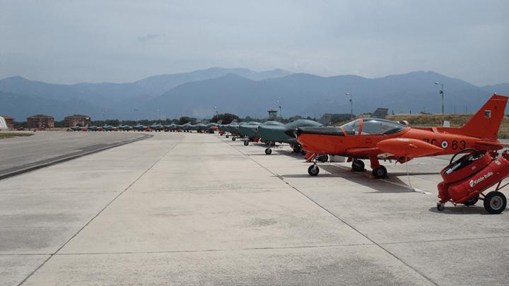 """A Latina quando non sanno che dire """"volano"""", l'aeroporto di Paperino all'afa di luglio"""