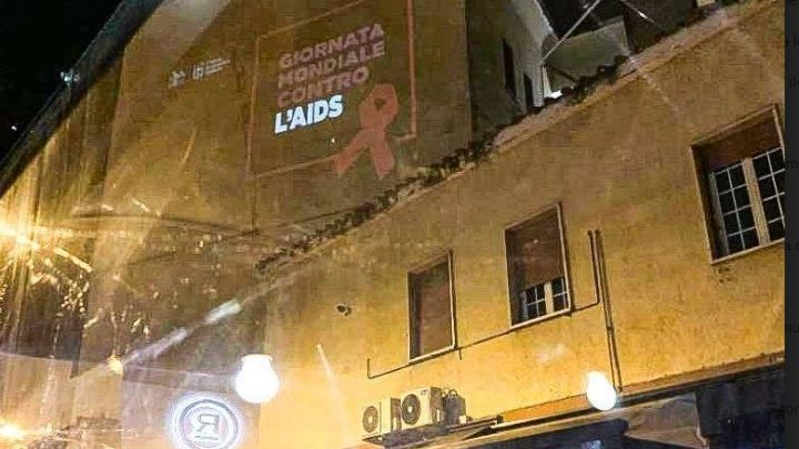 Latina, via Neghelli si illumina contro l'aids