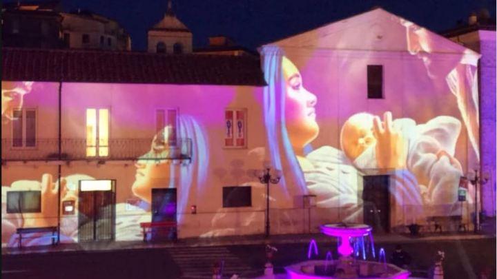Ho visto Maria sui muri di Maenza, c'è anche la bellezza tra noi