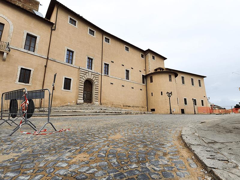 Cisterna, lavori finiti a piazza Caetani, il bello torna in centro