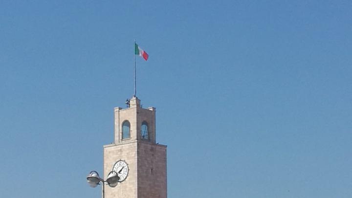 Cronache della Latina chiusa/ore 12 anche la Chiesa chiude e il tricolore