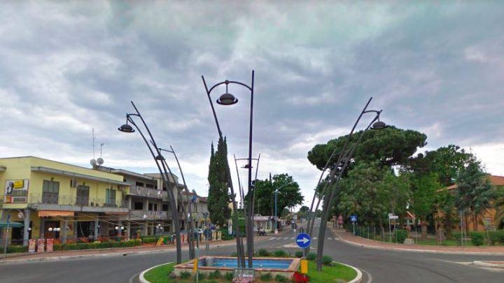 """Covid 19/ In 600 a borgo Sabotino fanno """"catena"""" su Fb per salvare i piccoli negozi"""