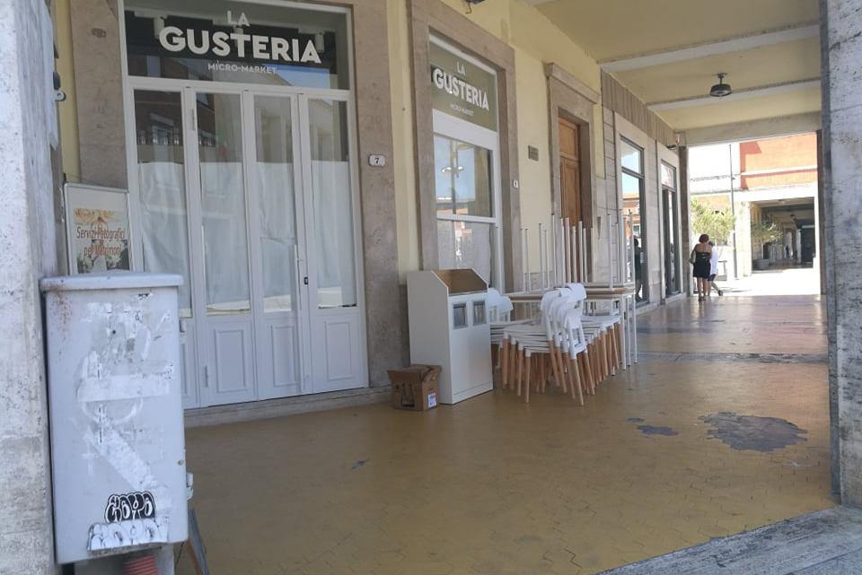 """Il centro storico di Latina si fa """"panino"""": da cittadini a tanti Poldo"""