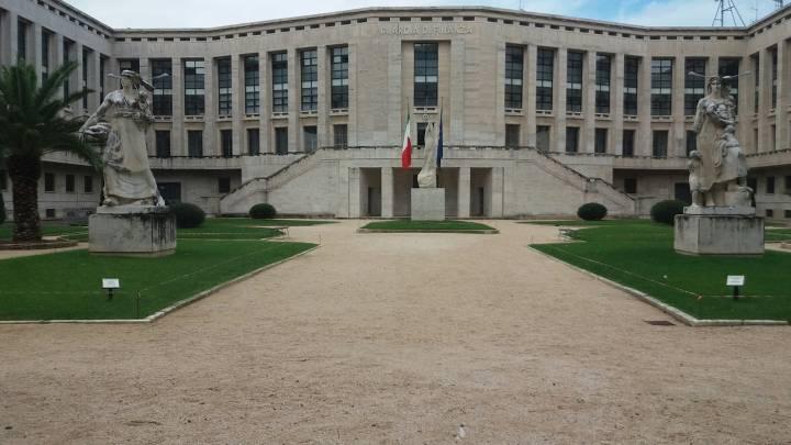 Il Palazzo M e la nostalgia delle scuole