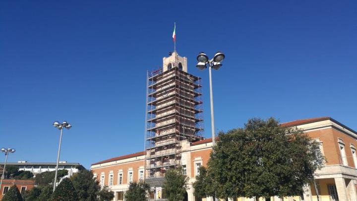 Coletta libera la torre comunale che resta bassa e dritta