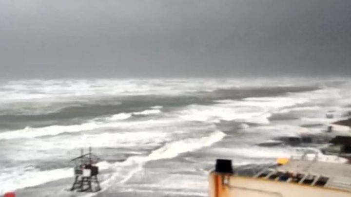 Il mare di Latina si arrabbia e fa tempesta