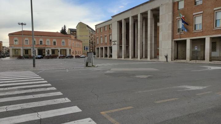 Piazza del Popolo diventa la piazza rossa della solitudine