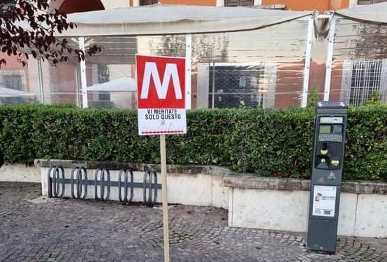 Risorge la Metro Latina, ecco le fermate… ma è una burla. In memoria della metrociuccio leggera