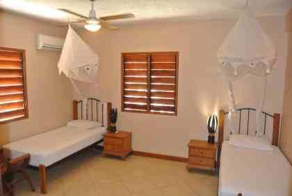 Fatumaru seaview apartment - Ensuite bedroom 2 single beds