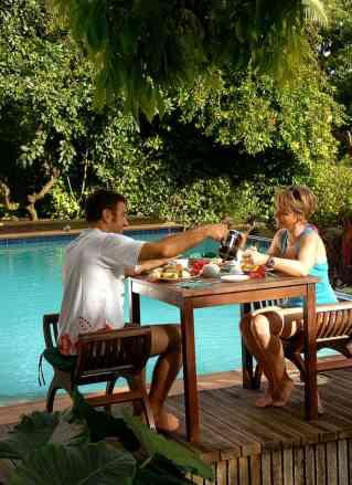 Fatumaru service - Breakfast around the pool