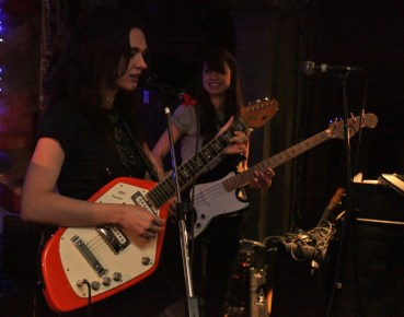 Amy sings, Hannah grins