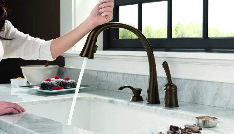 how does a touchless faucet work