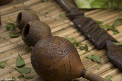 Maracá, agogô e lança: elementos de Caboclo (foto: Fausto Junior)