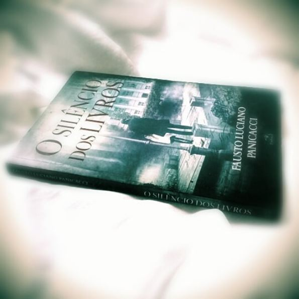"""O IG @estante94 fez uma resenha sobre o meu livro """"O Silêncio dos Livros"""""""