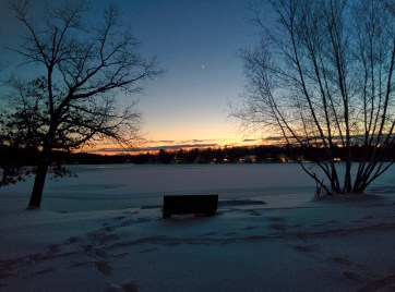 Venus seen over the lake. / Nexus 5