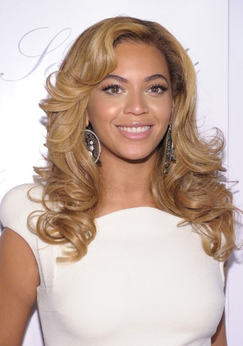 Sexy Long Blonde Wavy Curly Hairstyles for Women