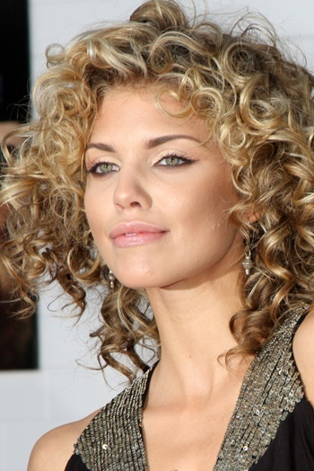 everyday hairstyles for shoulder length curly hair