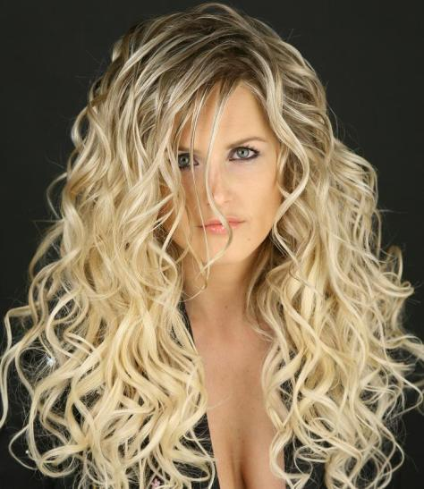 long curly hairstyles blonde