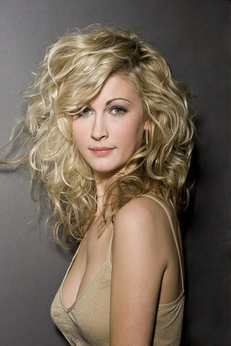 ... long hairstyles with layers for curly hair ...