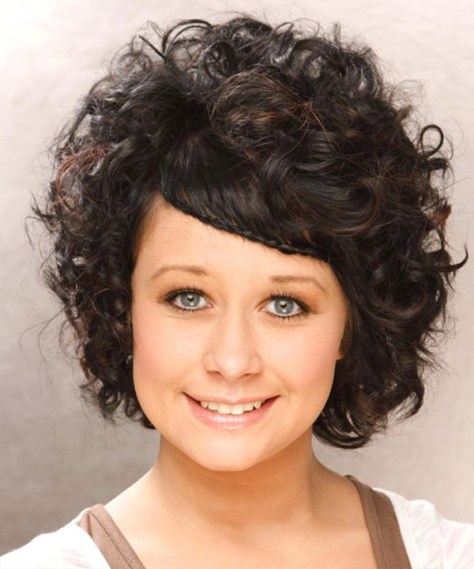 Cute-Curly-Hairstyles-for-round-faces-
