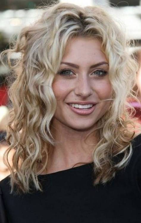 Latest Curly Hairstyles For Round Faces