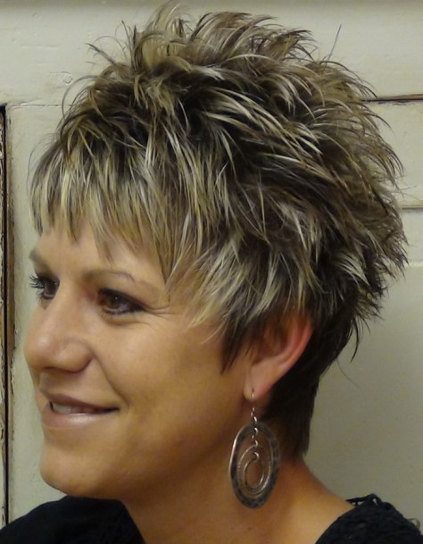 Hairstyles For Women Over 50 With Thick Hair (23)