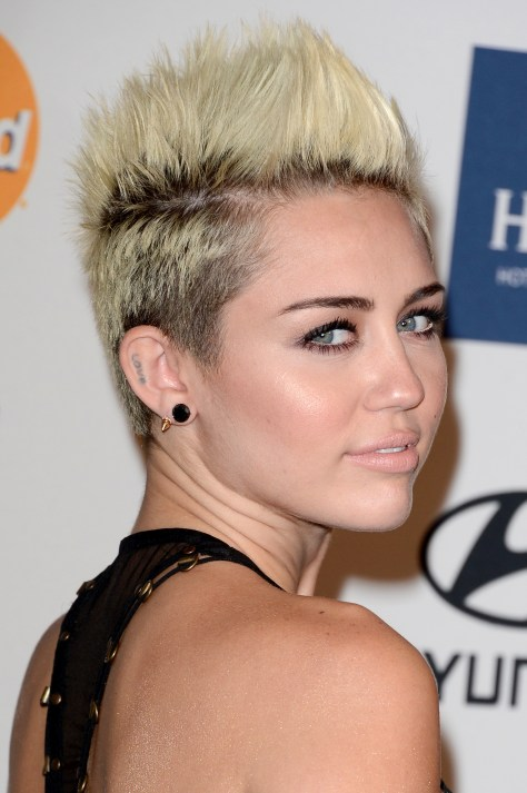 """BEVERLY HILLS, CA - FEBRUARY 09: Singer Miley Cyrus arrives at Clive Davis & The Recording Academy's 2013 Pre-GRAMMY Gala and Salute to Industry Icons honoring Antonio """"L.A."""" Reid at The Beverly Hilton Hotel on February 9, 2013 in Beverly Hills, California. (Photo by Jason Merritt/Getty Images)"""