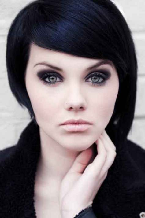 Best Short Haircuts for Oval Faces images