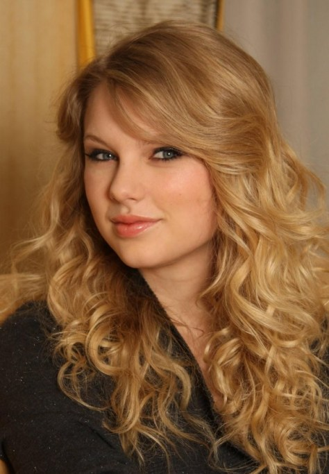 Taylor Swift Hairstyles for Prom