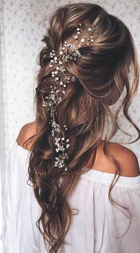 Best Prom Hairstyles Down for Long Hair with Little Flowers