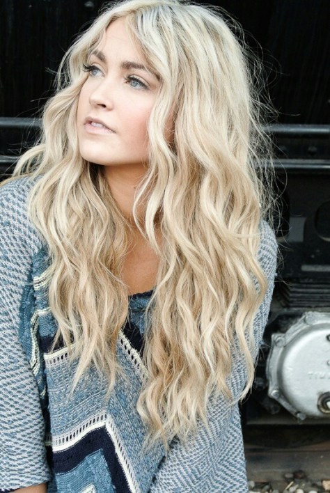 Charming Long Wavy Hairstyle for Blond Hair