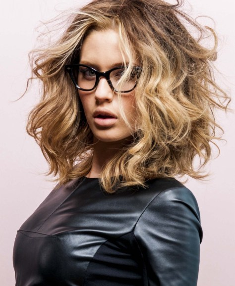 medium hairstyles with glasses