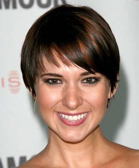 Practical and easy to wear short hairstyle with rounded edges.