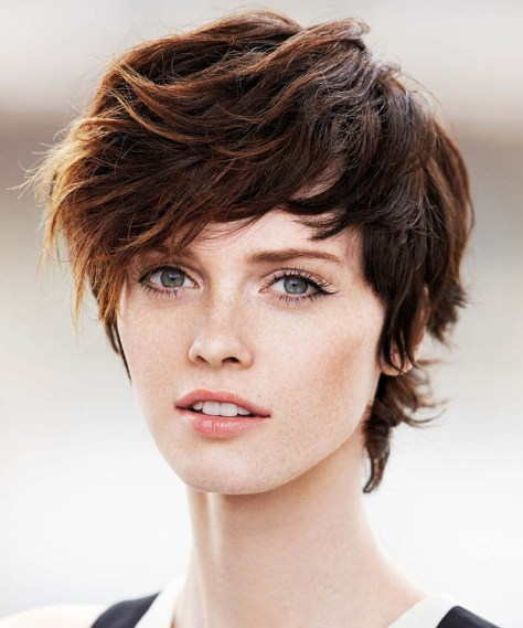 Sporty and classy short hairstyle with the hair styled from one side towards the face.
