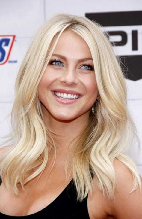 19 Shoulder hugging hairstyle for beach blonde hair