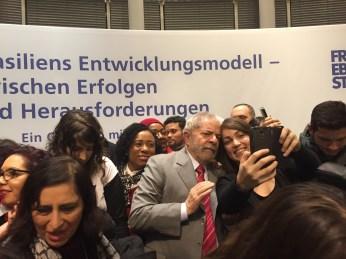 Lula umringt von Anhängern (Foto: Jaroschewski)