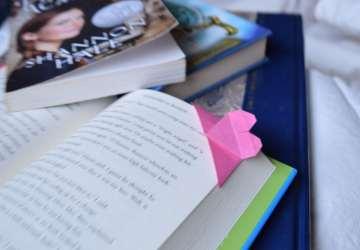 Origami Corner Bookmark | FAvemom.com