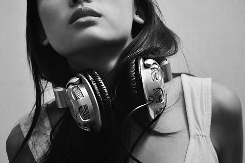 Girl Listening To Headphones Wallpaper Black And White Earphones Fashion Girl Music Image