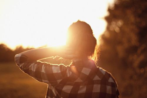 https://i0.wp.com/favim.com/orig/201108/17/back-checkered-girl-photography-sun-Favim.com-125226.jpg