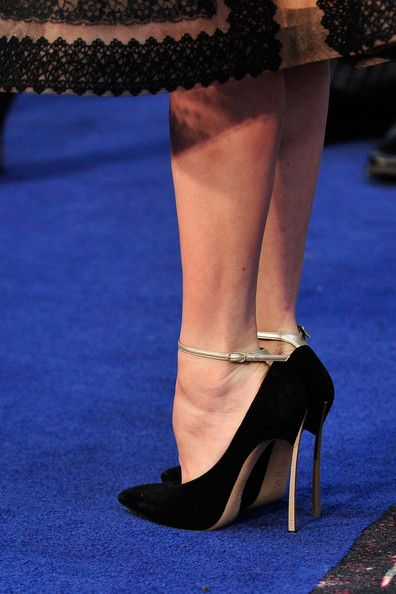 amy adams celebrity actress lady high heels shoes  Fav Images  Amazing Pictures