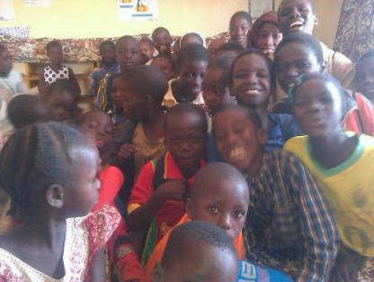 Plusieurs enfants ont visité la bibliothèque